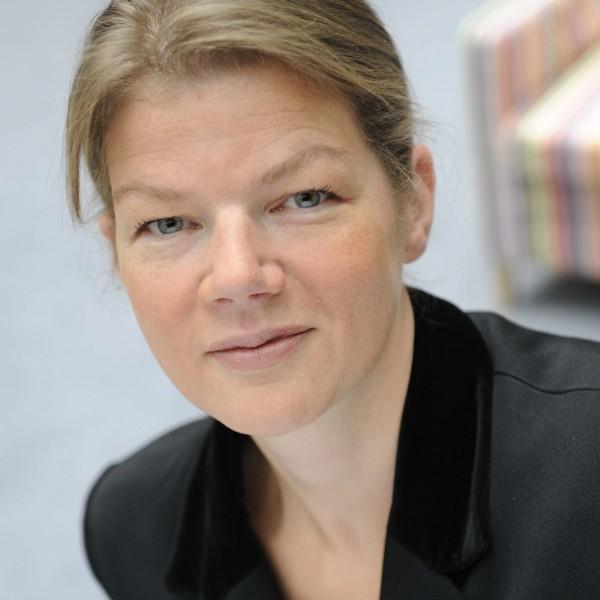 Alicia Suminski, Trésorière